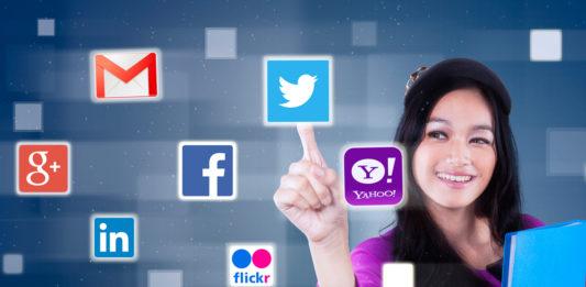girl_with_social_media