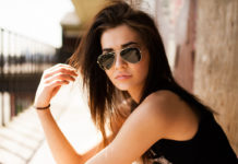 girl_wearing_sunglasses