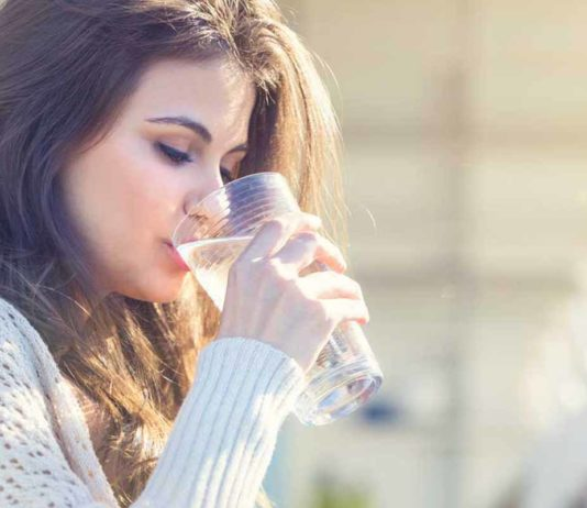 woman_drinking_glass_of_water