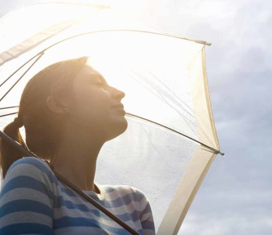 woman-prevent-sunlight